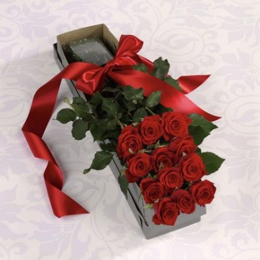 Classic Dozen Red Roses in a Box
